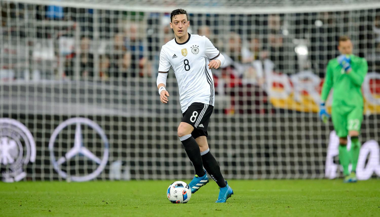 Özil ska assistera Tyskland till EM guld 2016